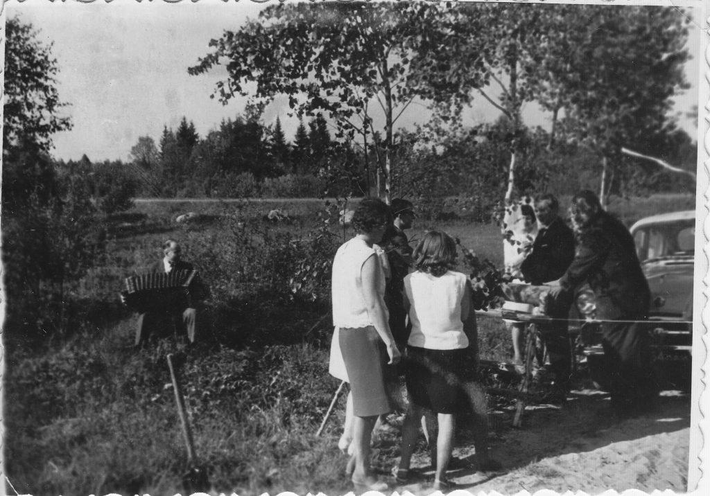 F2.Arnolds ŌöĆ_åbelite spele ievinas spele kazu rituala laika_ 20.gs. 70-80-tie gadi. Fotografija no Arna ŌöĆ_åbelites kolekcijas